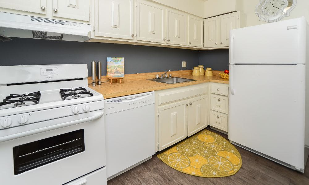 Spacious kitchen at Columbia Pointe Apartment Homes in Columbia, MD