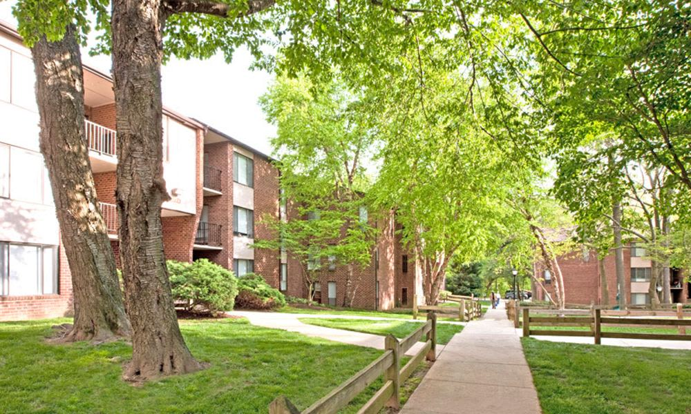 Spacious walking paths at Columbia Pointe Apartment Homes in Columbia, MD