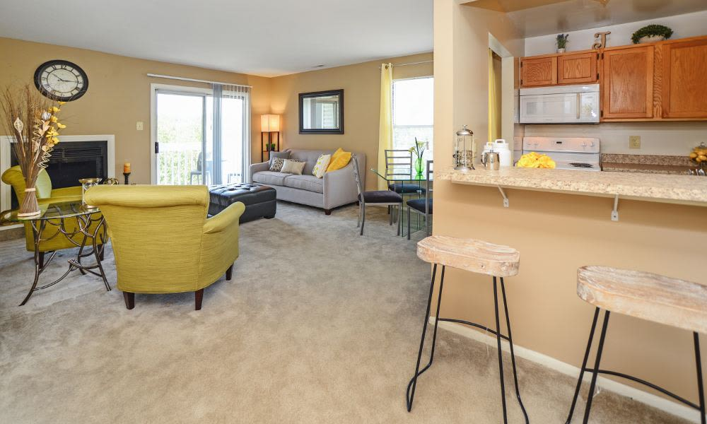 A living room that is great for entertaining at Fox Run Apartments & Townhomes in Bear, DE