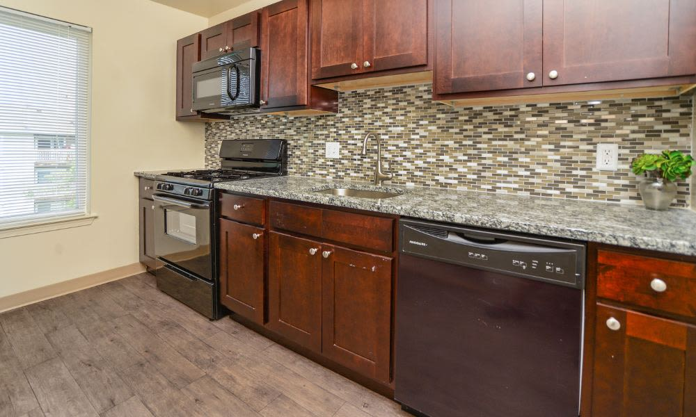 Fox Run Apartments & Townhomes offers a modern kitchen in Bear, DE
