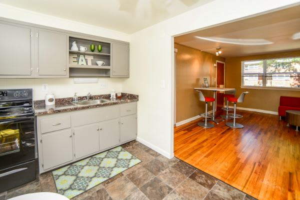 Beautiful apartments with hardwood floors and kitchen in Harrisburg, PA