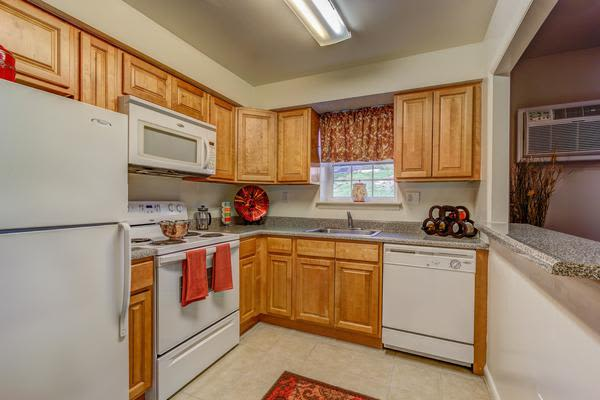 Modern kitchen at Woodacres Apartment Homes in Claymont, DE