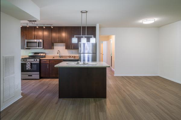 Beautiful apartments with hardwood floors in Alexandria, VA