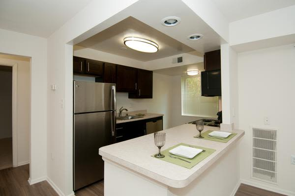 Stoneridge at Mark Center Apartment Homes offers a luxury kitchen in Alexandria, VA