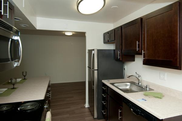 Stoneridge at Mark Center Apartment Homes offers a beautiful kitchen in Alexandria, VA