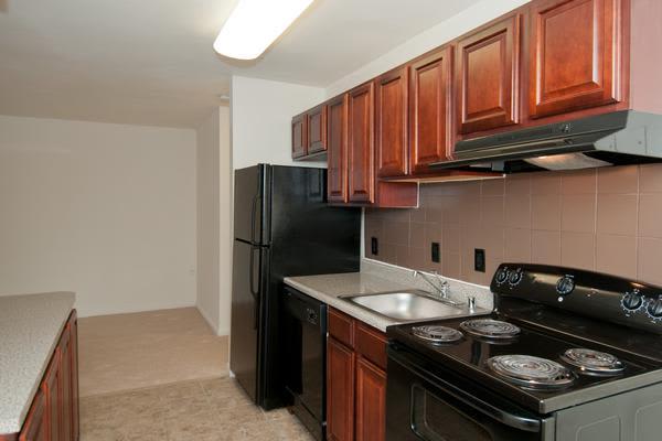 Enjoy a beautiful kitchen at Stoneridge at Mark Center Apartment Homes