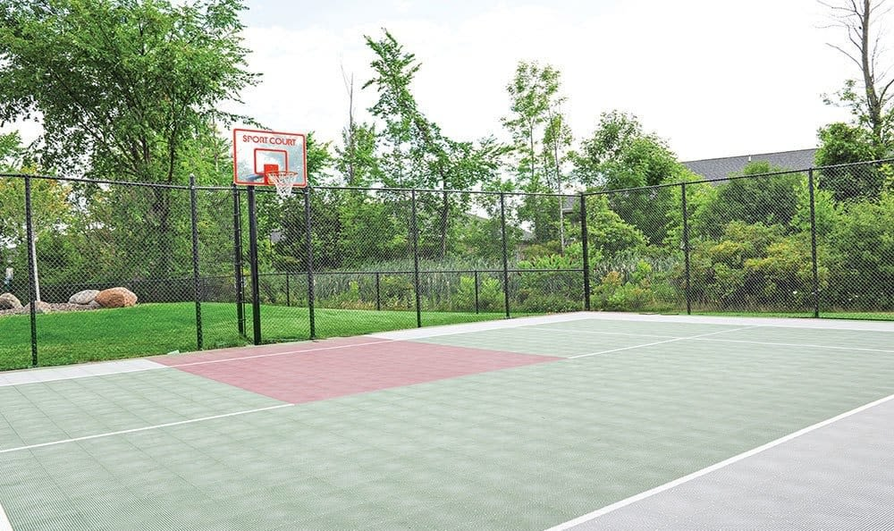Tennis court at Maplewood Estates Apartments in Hamburg, New York