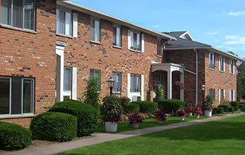 Nearby Community Knollwood Manor Apartments