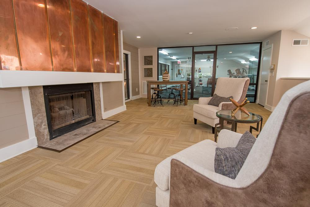 Seating area at Sunchase Ridgeland Apartments