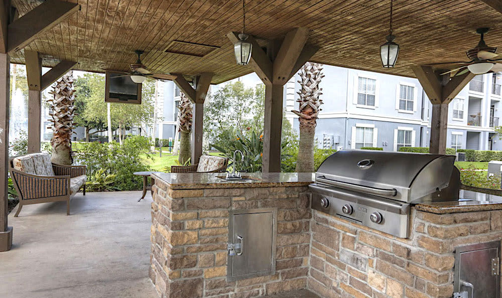 Outdoor kitchen at Palms at Clear Lake