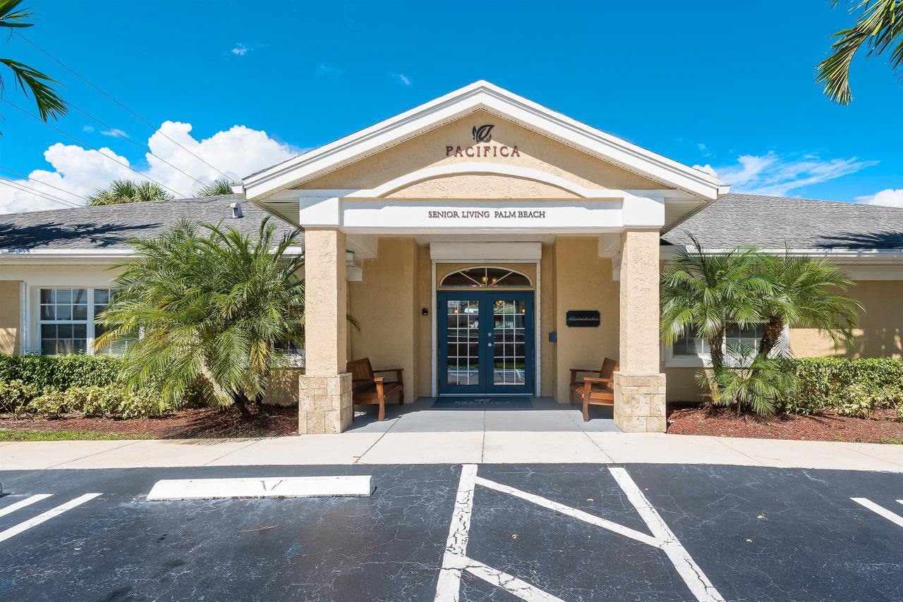 Entrance to Pacifica Senior Living Palm Beach