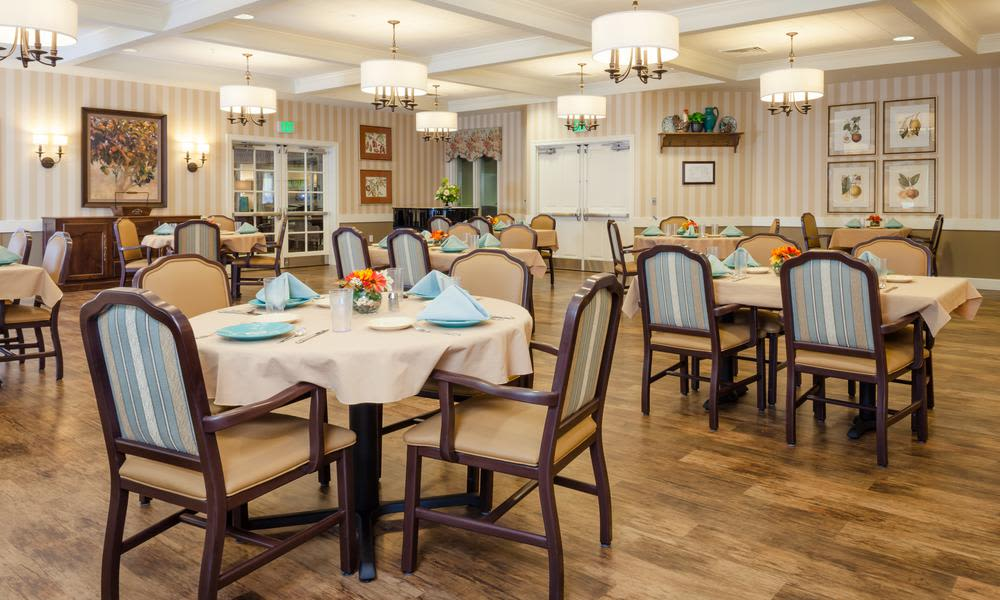 Dining hall at Preserve at Beavercreek Alzheimer's Special Care Center in Beavercreek, OH