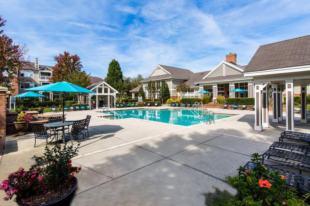Pool and lounging space at The Preserve at Ballantyne Commons