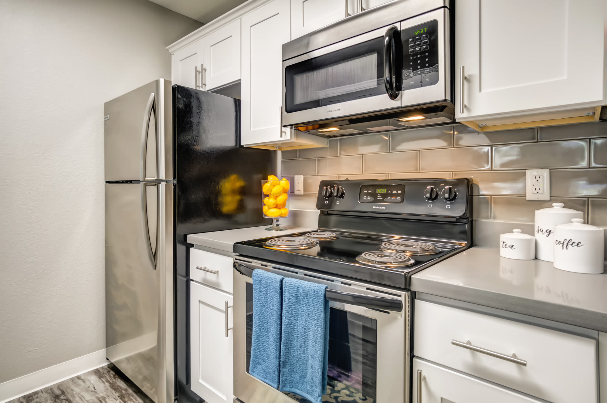Kitchen at Serramonte Ridge Apartment Homes in Daly City,