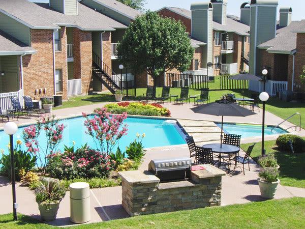 Swimming Pool at Greentree Apartments