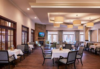 Dinning area at Waltonwood at Ashburn in Ashburn, VA