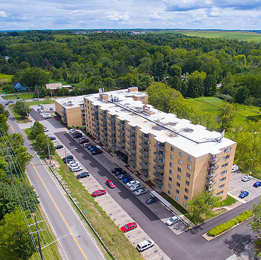 Great neighborhood at Solon Club Apartments in Oakwood Village, Ohio