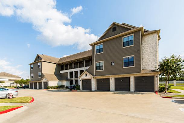 Gardens and Exterior Views at Marquis Grand Lakes in Richmond, TX
