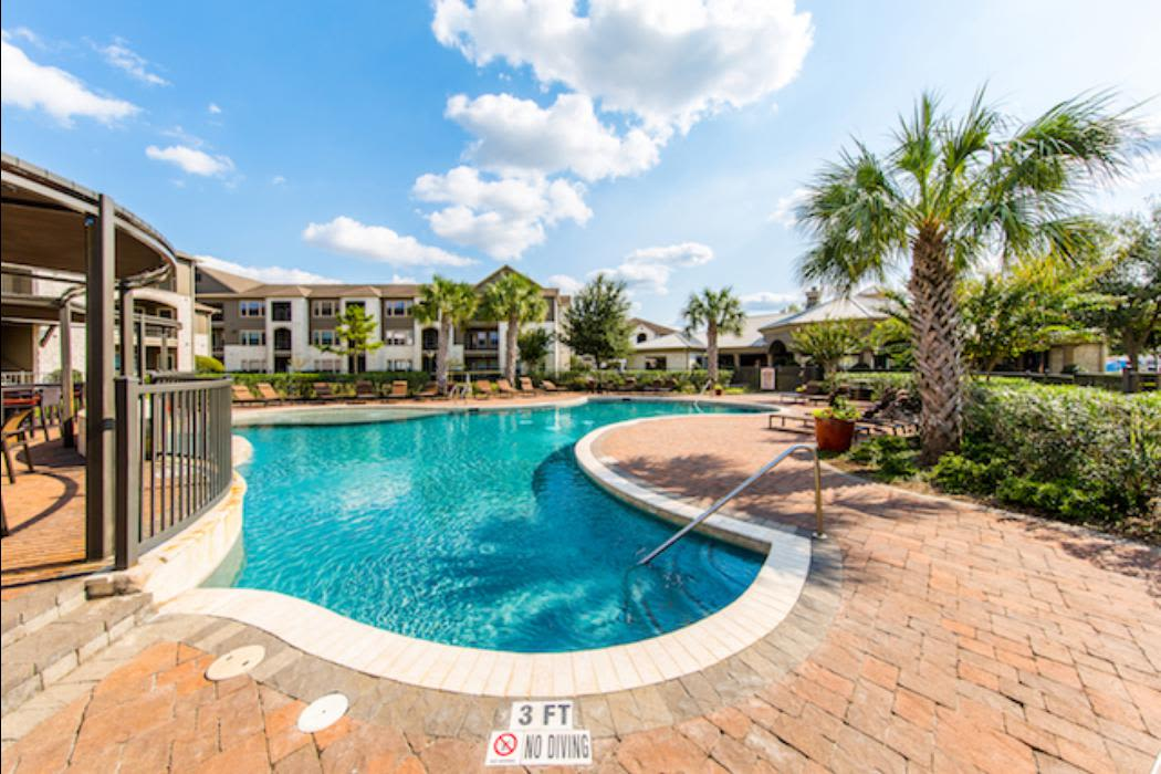 Enjoy family in the pool at Marquis Grand Lakes in Richmond, TX