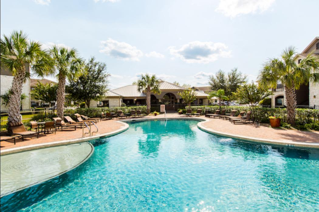 The pool at Marquis Grand Lakes in Richmond, TX