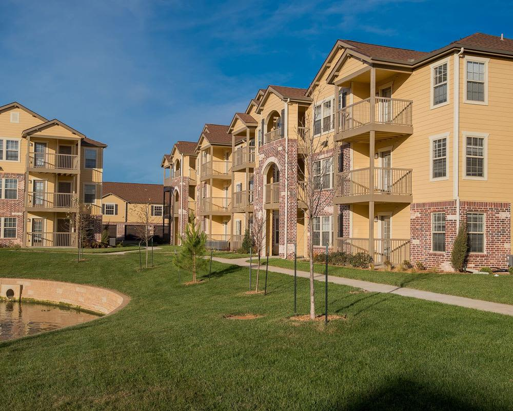 Big gardens and comfortable outside space at Watercress Apartments in Maize