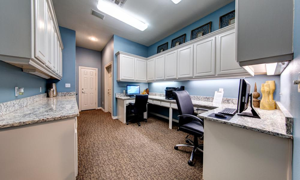 Computer and printer available to residents at Marquis at Stonegate