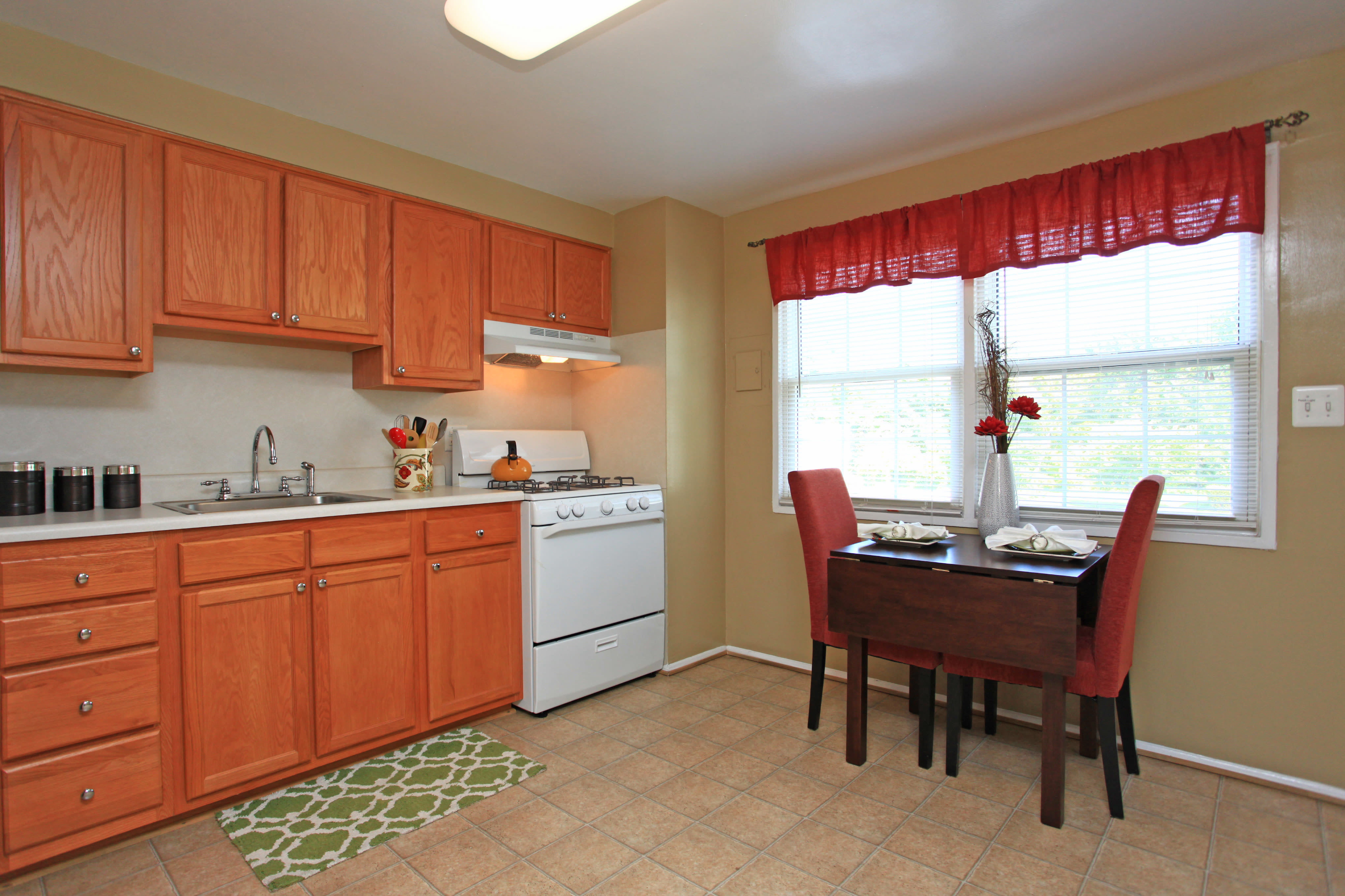 Modern kitchen at apartments in Halethorpe, Maryland