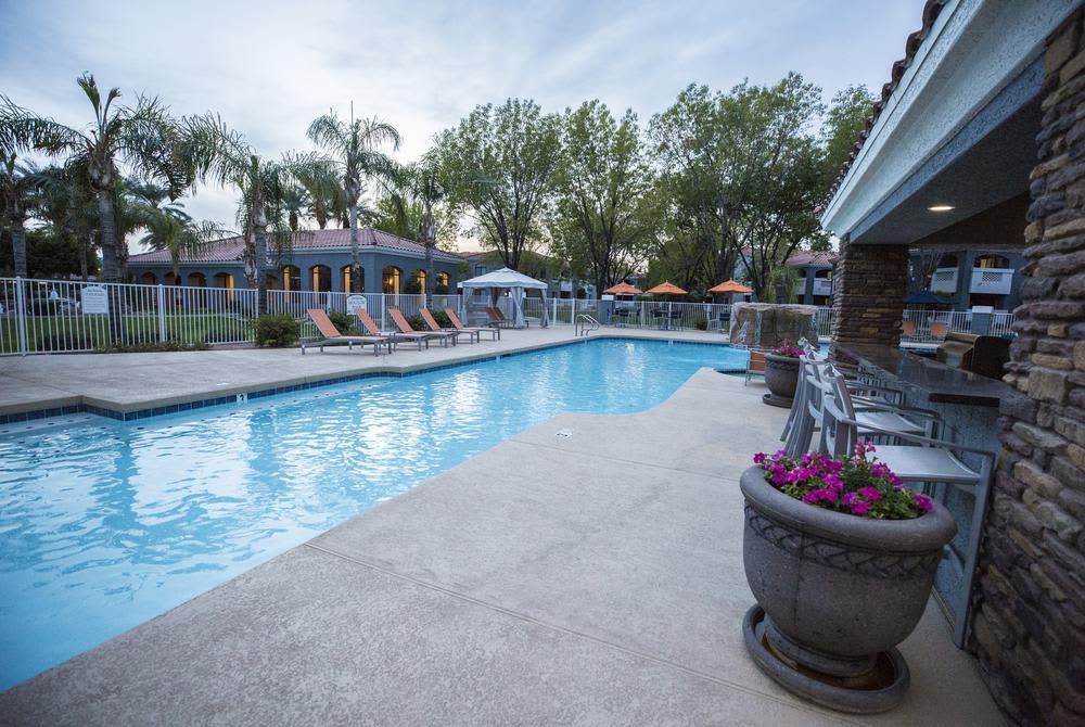 Large pool of San Valiente Luxury Apartment Homes in Phoenix
