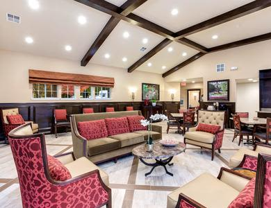Common room at Pacifica Senior Living Snohomish in Snohomish, Washington