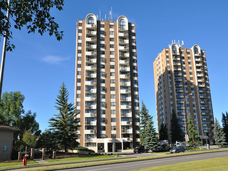 Exterior view of Glenmore Gardens in Calgary, AB