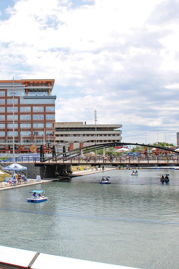 Raintree Island Apartments offers commuting conveniences in Tonawanda, NY