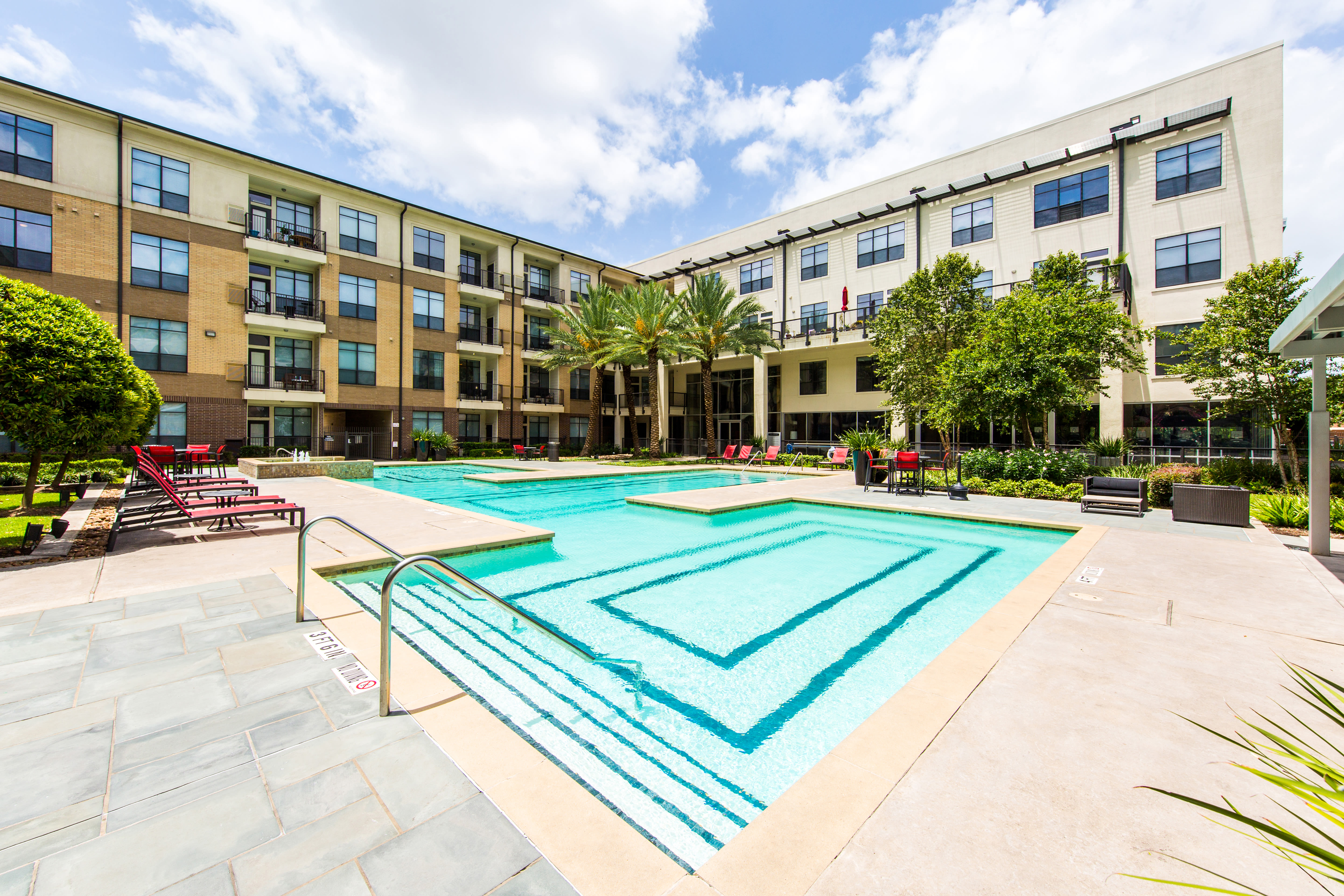 The large courtyard at the apartments for rent in Houston, TX