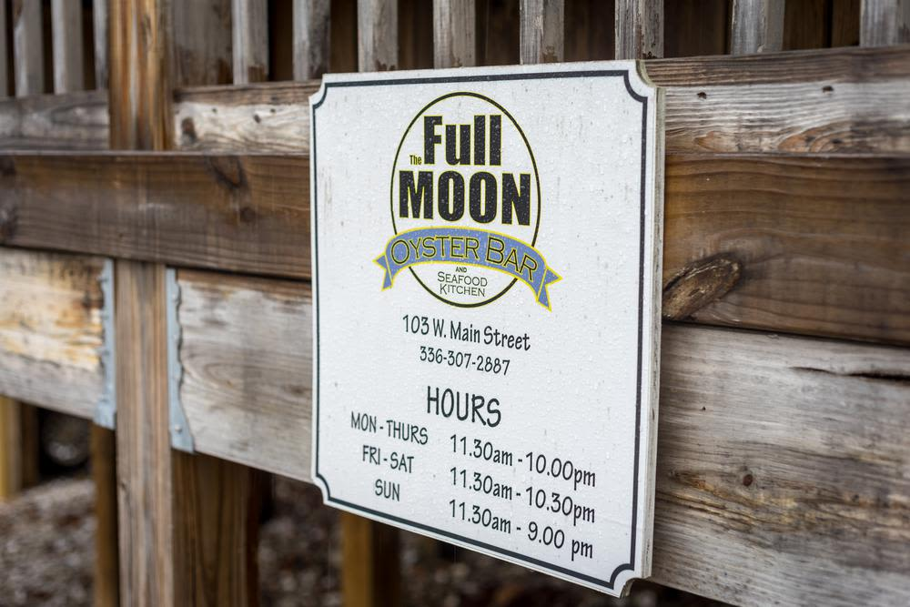 Full Moon Oyster Bar near to High Point, North Carolina