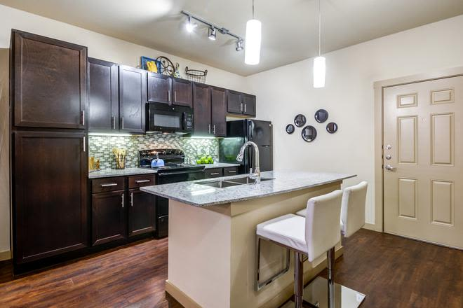 Modern kitchen at 4000 Hulen Urban Apartment Homes