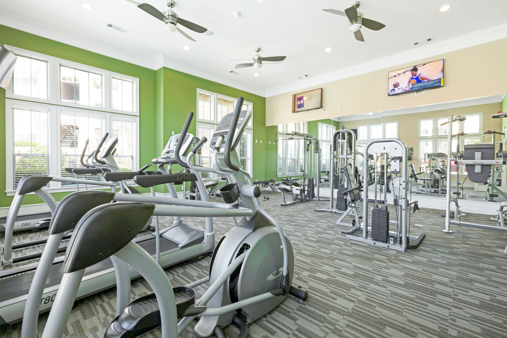 Very equipped fitness center at Belle Vista Apartment Homes in Lithonia, GA.