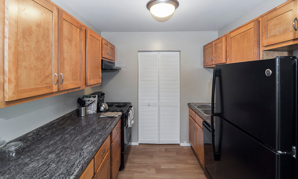 Modern kitchen at The Summit at Ridgewood in Fort Wayne, Indiana