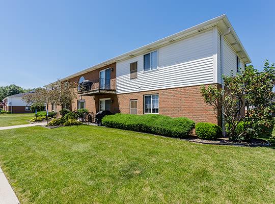 Visit the Maplewood Estates Apartments website