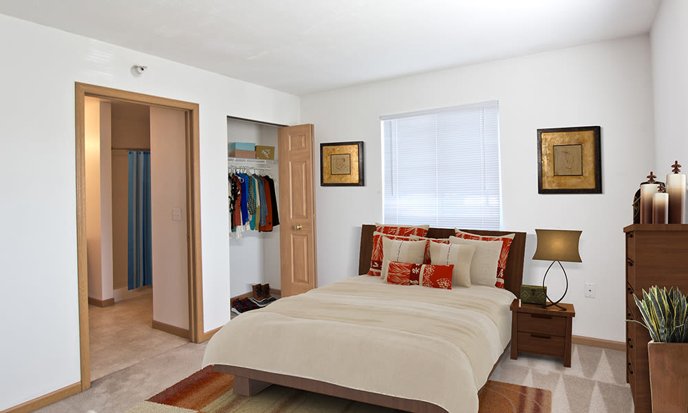Bedroom at Steeplechase Apartments & Townhomes in Toledo