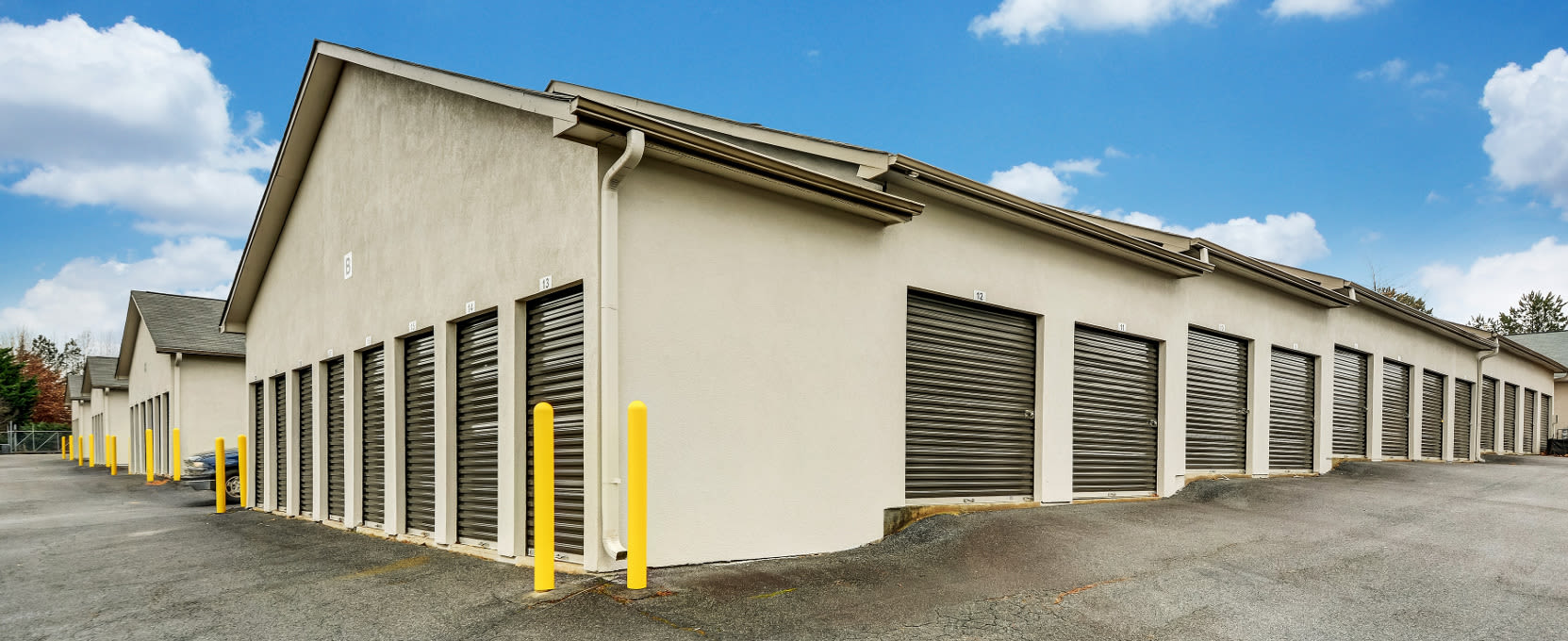 Curbside photo of Space Shop Self Storage in Kennesaw