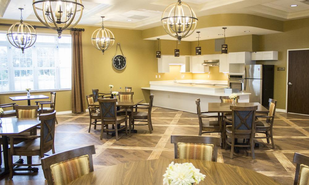 Modern dinning room at Bridgewater Park in Ocala, Florida