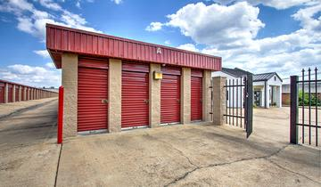 Storage units at StorageMax Tupelo on Main