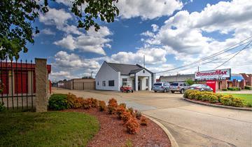 Drive Up At StorageMax Tupelo on Main