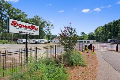 StorageMax Luckney