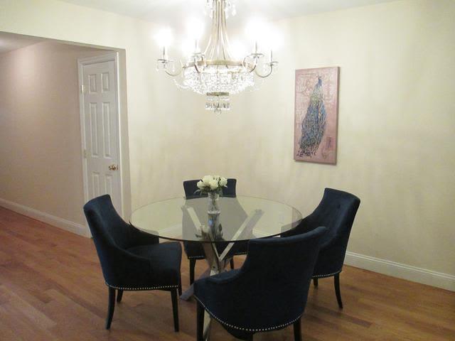 Dining room at Eagle Rock Apartments at Woodbury in Woodbury, NY