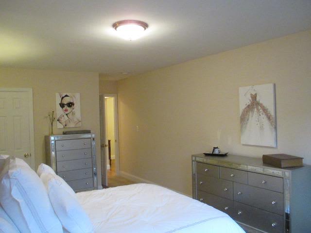 Bedroom at Eagle Rock Apartments at Woodbury in Woodbury, New York