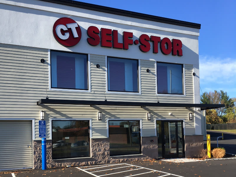 Front office of CT SELF STOR in Rocky Hill