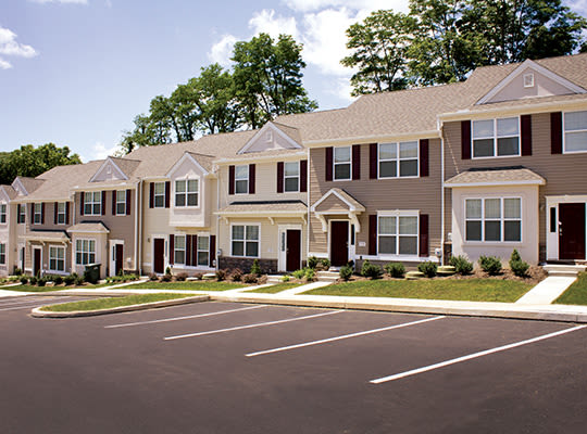 Visit Emerald Pointe Townhomes website