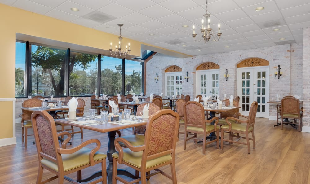 Dining room at Grand Villa of Boynton Beach in Boynton Beach, Florida