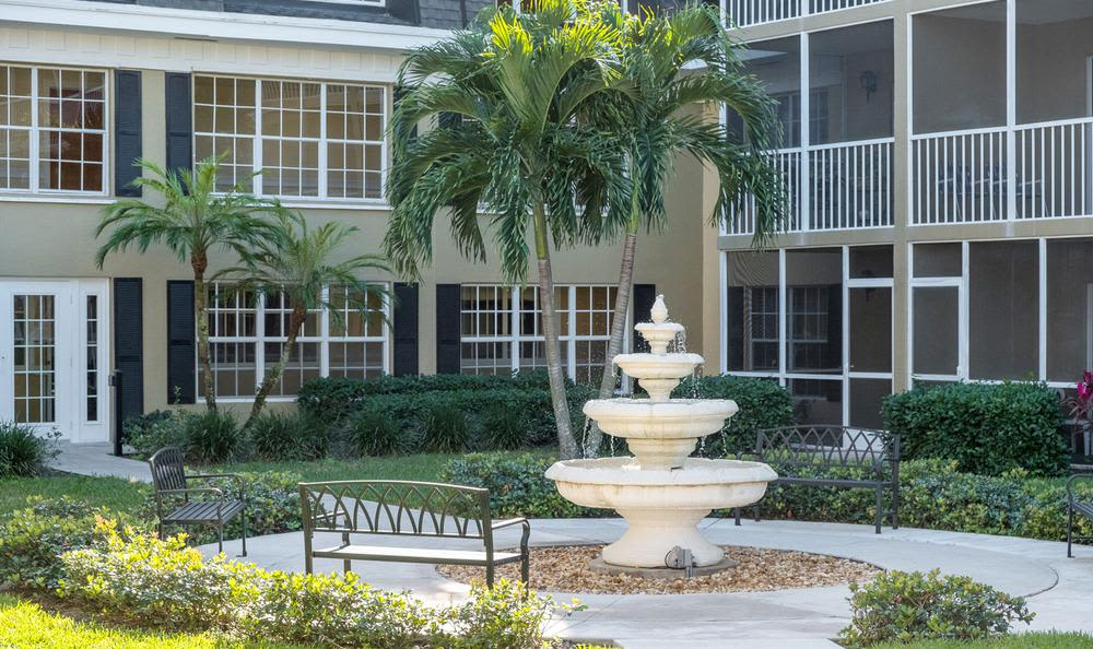 Fountain at senior living in Delray Beach, FL