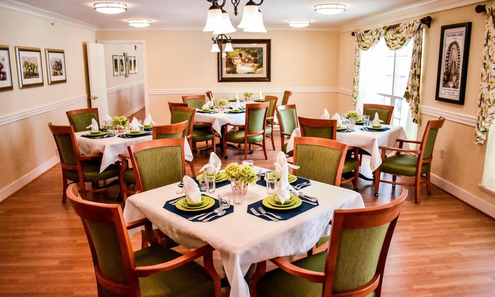 Dinning Room at Artis Senior Living of Elmhurst in Elmhurst